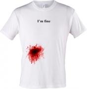 футболка с пятном крови I'm fine